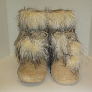 mukluks Beige Faux leather Furry